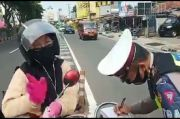 Kena Tilang di KTL Jalan Margonda, Perempuan Pengendara Motor Malah Curhat Begini