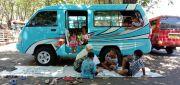 Menengok Belajar Anak Jalanan Gresik di Angkutan Umum