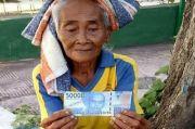 Terlalu, Nenek Penjual Mangga di Bali Dibayar Uang Mainan