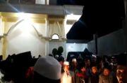Santri Ditangkap, Warga Kepung Polisi di Pondok Pesantren