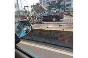 Laka Tol dalam Kota, Dua Mobil Rusak Pagar Pembatas