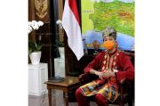 Begini Gaya Ganjar Padukan Baju Padang dan Sarung Makassar saat Kamis Nusantara