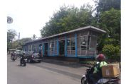 Tak Hanya Bakar Mapolsek Ciracas, Ratusan OTK Juga Rusak Halte Bus Transjakarta