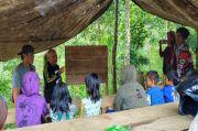 Sekolah Alam Anak Dusun Ambatunin, Tanpa Atap Tetap Semangat