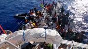 Kapal Banksy Terdampar di Laut dengan Lebih dari 200 Migran