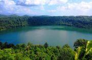 Legenda dan Romantisme Danau Asmara di Ujung Pulau Bunga