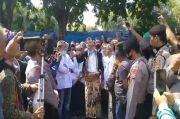 Ribuan Santri Tolak Penobatan PRA Luqman Zulkaedin sebagai Sultan Sepuh XV