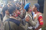 Puluhan Lapak Liar Dibongkar, Pedagang dan Satpol PP Ricuh