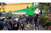 Tuntut Pengelolaan Lahan Parkir, Ratusan Warga Demo di Pasar Kramat Jati