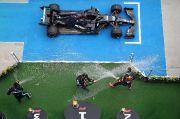 Hamilton Terpaut Dua Kemenangan dari Schumacher
