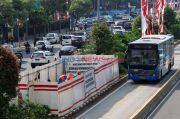 Pengerjaan MRT Fase II, JPO Bank Indonesia Mulai Dibongkar