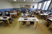 Pandemi Corona Memburuk, Siswa Eropa Kembali Bersekolah