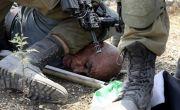 Mirip Kasus Floyd, Tentara Israel Berlutut di Leher Lansia Palestina