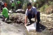Antisipasi Krisis Pangan, Warga Ponorogo Tebar 90 Ribu Benih Ikan