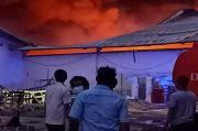 Jinakkan Api di Polytron, Petugas Pemadam Sesak Napas Dibawa ke RS