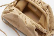 Bottega Veneta Luncurkan Tas Berbahan Karton Daur Ulang