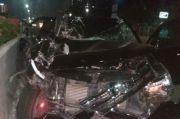 Seruduk Truk, Mobil Mewah Ringsek di Tol Kebon Jeruk
