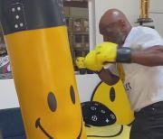 Mike Tyson: 30 Detik Berlatih, Seminggu Terkapar di Tempat Tidur