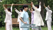 Video BTS Its Okay: Kim Soo-hyun Susah Menghafal Gerakan Senam, tapi Kuat Digoda Ayam