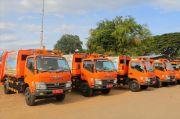 Lima Unit Truk Sampah Compactor Makassar Mulai Beroperasi