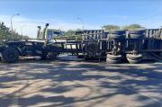 Gara-gara Dipotong Jalur, Truk Trailer Terbalik di Tol Cipularang