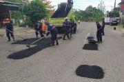 Sejumlah Jalan Berlubang di Kota Makassar Mulai Dibenahi