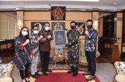 Panglima TNI Terima Penghargaan Positive News Maker