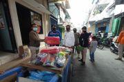 Pemkot Jakut Salurkan 300 Makanan Siap Saji untuk Korban Kebakaran Penjaringan