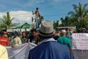 Tolak Calon Tunggal Pilkada, Massa ARAB Berunjukrasa di DPRD Raja Ampat