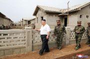 Langka, Kim Jong-un Hanya Kenakan Kaos Oblong Saat Inspeksi