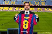 Diperkenalkan di Camp Nou, Pjanic: Unik Berbagi Ruang Ganti dengan Alien