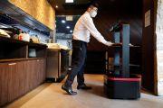 Robot dengan Kecerdasan Buatan Layani Konsumen di Restoran Seoul