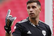 Kiper Arsenal Emiliano Martinez Resmi ke Villa Park