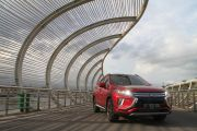 Mitsubishi Desain Ulang New ECLIPSE CROSS Dengan Powertrain Plug-in Hybrid