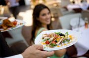 Waspada! Pasien COVID-19 Makan 2 Kali di Restoran Sebelum Sakit