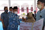 Salurkan Modal Kerja Presiden Jokowi untuk 363 UMKM, Ini Pesan Bupati Labusel