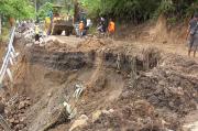 Hujan Deras Picu Longsor, Jalinsum Padang-Medan Putus Total