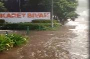 TPU Karet Bivak Sempat Banjir 30 cm, Lurah Sebut Pasukan Biru Bergerak Cepat Membantu