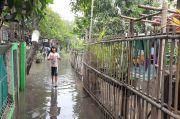 Tidur di Musala, Pengungsi Banjir Kembangan Jaga Jarak