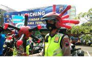 Unik, Pasukan Polisi Ini Pakai Helm Virus Corona
