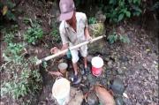 Kekeringan, Warga Bandar Lampung Terpaksa Cari Air di Lembah