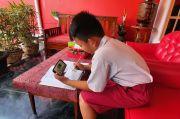 Jutaan Siswa Tak Terjangkau Kuota Internet Gratis