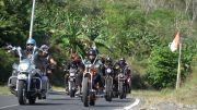 Touring Anak Motor di Malang Bagikan Buku dan Kitab Suci