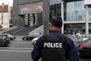 Tersangka Kaki Tangan Penyerang dengan Pisau di Paris Dibebaskan