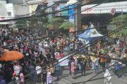 Pedagang Pasar Baru Unjuk Rasa Protes Penutupan 5 Ruas Jalan