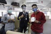 HUT ke-75 KAI, PT KAI Daop 1 Jakarta Tebar Ribuan Masker dan Hand Sanitizer