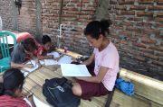 Tak Punya HP dan Wifi untuk Belajar Online, Siswa SD di Maumere: Kami Beruntung Punya Tetangga Baik