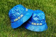 Ikea Luncurkan Topi Berbahan Tas Belanja Biru yang Ikonik