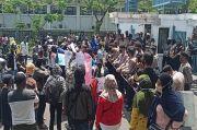Protes Tambang Apung, Ratusan Nelayan Demo Kantor PT Timah