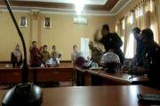 Viral! Aksi Anggota Dewan Mengamuk dan Tantang Ketua DPRD Konawe Selatan saat Rapat